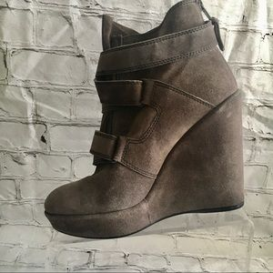 Stuart weitzman wedged gray suede boots 9.5 M